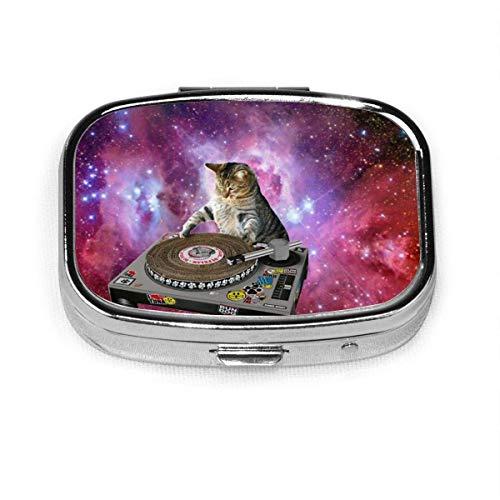 Pastillero cuadrado Galaxy DJ Cat Silver Medicine Soporte para tableta Contenedor de vitaminas portátil Estuche para pastillas de 2 compartimentos para bolsillo o bolso