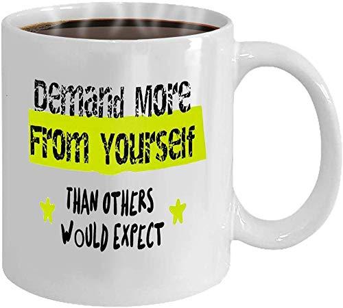 Wistty Los Regalos de la Taza de la Taza de café exigen más de ti mismo de lo que otros esperarían Cartel motivacional tipográfico creativo