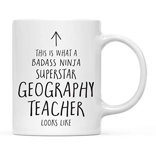 N\A Divertido Regalo de Taza de té de café de cerámica, Esto es lo Que Parece un Maestro de geografía Superstar Ninja de Badass, 1 Paquete, Ideas de Regalo de cumpleaños y Navidad