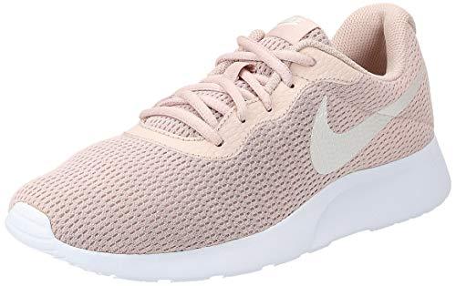 Nike Wmns Tanjun, Zapatillas de Running para Mujer, Multicolor (Particle Beige/Phantom/White 202), 42.5 EU