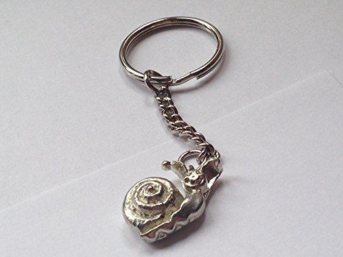 Giftsforall Schnecken-Anhänger an Spiralring, TG455, aus feinem englischen Zinn, exquisite Detailarbeit, zum Anbringen an Taschen oder als Schlüsselanhänger, mit Geschenkverpackung