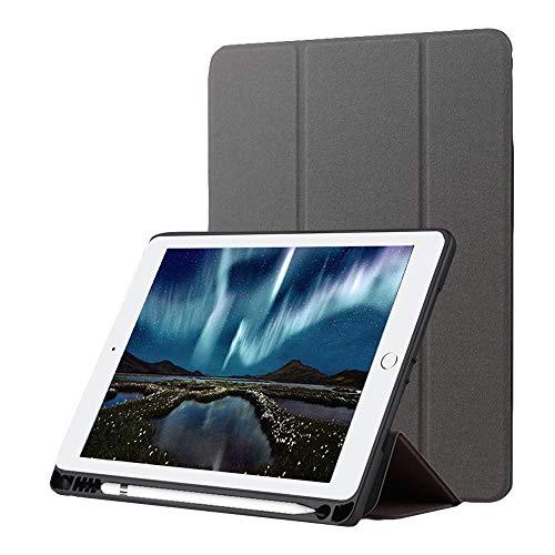 Custodia Nuovo iPad 9.7 2018 con Portamatite, Sottile TPU Morbido Antiurto Trifold Smart Cover [Auto Sveglia/Sonno] per Apple iPad 9.7 2018/2017/Air 2/Air/Pro 9.7 2016 [Gratuito Penna],Grigio Classico