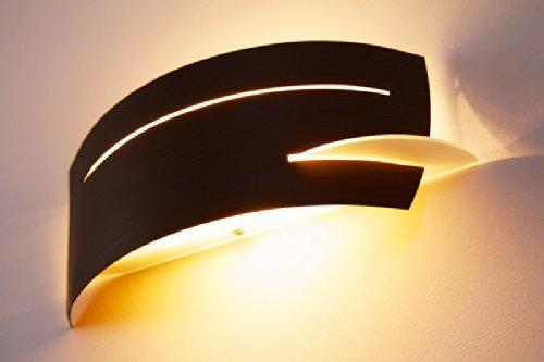 Applique murale Novara en verre blanc et métal effet bois, avec l'abat-jour aux design produisant de beaux jeux de lumière sur le mur, pour ampoule E27, compatible LED