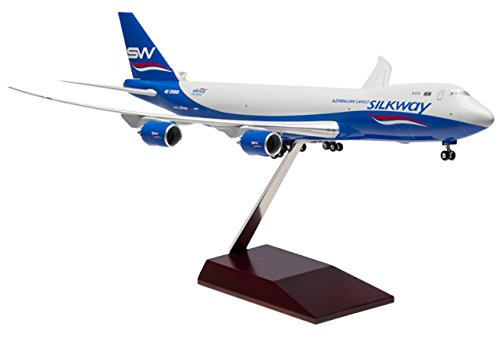 Boeing 747-8F Silkway West Airlines mit Holzstandfuß Maßstab 1:200