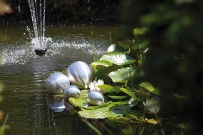 Schwimmkugeln aus gebürstetem Edelstahl, 4er Set, (2 x Ø 10 cm, 1 x Ø 15 cm, 1 x Ø 20 cm) wetterbeständig 10/15/20cm NEU Gartenkugel Rosenkugel