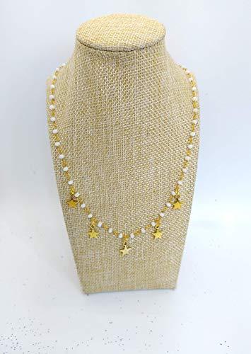 Collana girocollo stile rosario con filo di colore oro, cristalli bianchi e stelline.