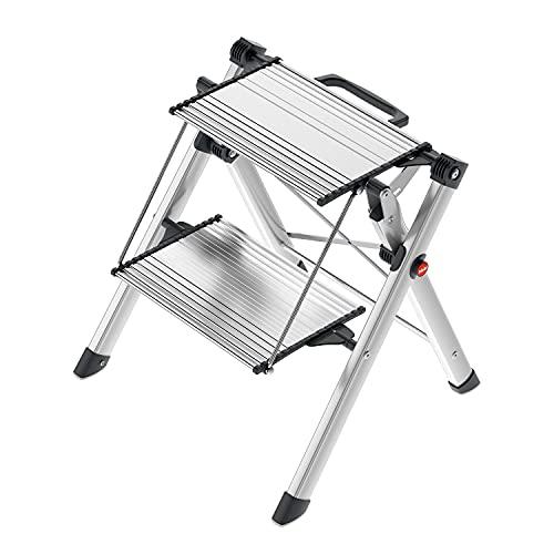 Hailo MK80 ComfortLine Alu-Klapptritt-Leiter | 2 große Stufen bis 150 kg | Komfort-Trittleiter mit Tragegriff mit integrierter Entriegelungsfunktion | Füße mit Soft-Grip-Sohle | rostfrei | silber