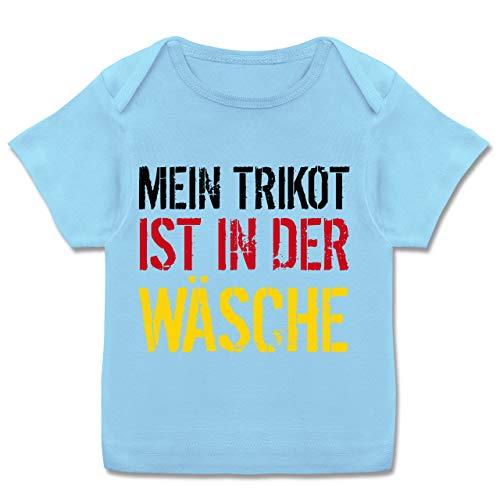 Fußball-Europameisterschaft 2020 - Baby - Mein Trikot ist in der Wäsche WM Deutschland - 56-62 - Babyblau - Baby Jungen fußball Trikot - E110B - Kurzarm Baby-Shirt für Jungen und Mädchen in