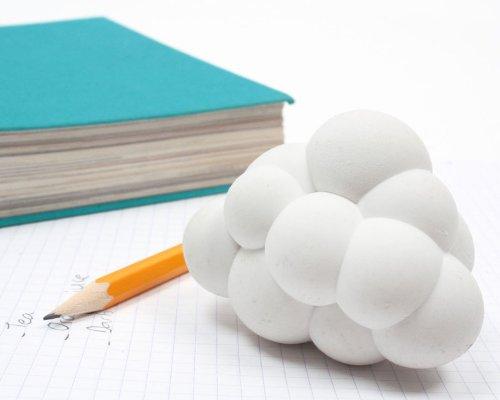 Goma blanca forma de nube Doiy Design