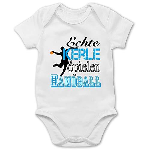 Sport Baby - Echte Kerle Spielen Handball - 6/12 Monate - Weiß - Strampler Handball Jungs - BZ10 - Baby Body Kurzarm für Jungen und Mädchen
