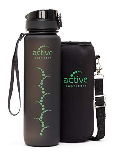 Sportflasche Wasserflasche ohne BPA und Weichmacher aus Tritan 1l schwarz - bruchfeste Sport Trinkflasche ideal für unterwegs mit Einhand-Verschluss Thermohülle für Gym Fitness Joggen Fahrrad Fußball