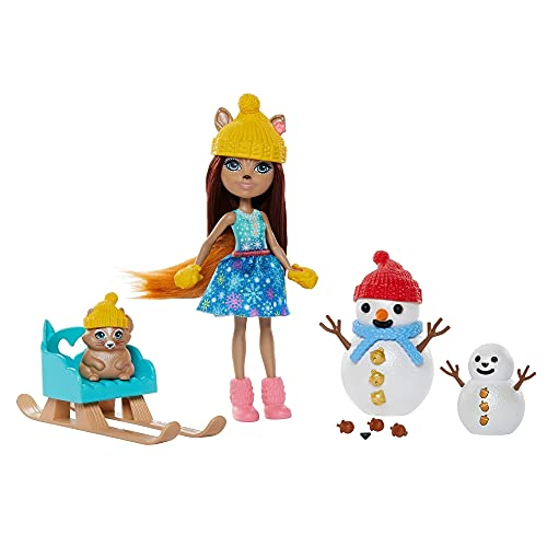 Enchantimals, Muñeca con mascota Sharlotte Squirrel y Nutsy en la nieve (Mattel GNP16)