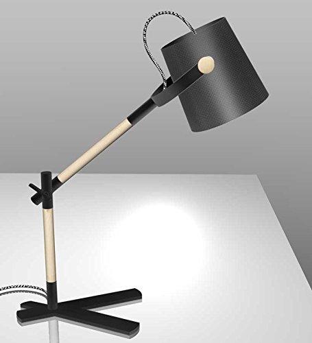 Mantra Iluminación. Modelo NÓRDICA. Lámpara de sobremesa de estilo nórdico fabricado en madera, acero y tela acabado en color negro y madera