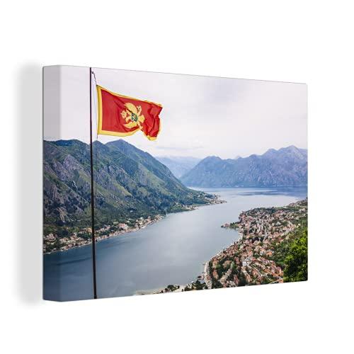 Leinwandbild - Die Flagge von Montenegro mit einer Ansicht - 90x60 cm