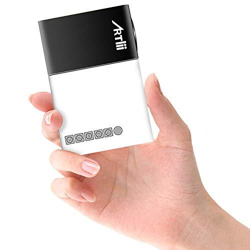 Artlii ミニプロジェクター 小型 超軽量 モバイルバッテリー給電 子供大好き ポータブル ポケットプロジェクター モバイルバッテリー給電 内蔵スピーカー パソコン スマホ タブレット接続可能 USB TF HDMI対応 3年保証