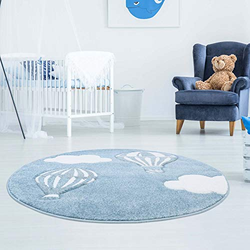 Kinderteppich Bueno mit Heißluft-Ballon, Wolken in Blau mit Konturenschnitt, Glanzgarn Kinderzimmer; Größe: 160 cm Rund