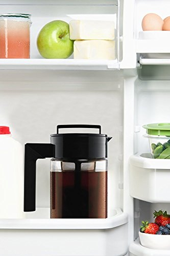 Takeya 10310 Patented Deluxe Cold Brew Iced Coffee Maker with Airtight Lid & Silicone Handle, 1 Quart, Black - Made in USA BPA-Free Dishwasher-Safe