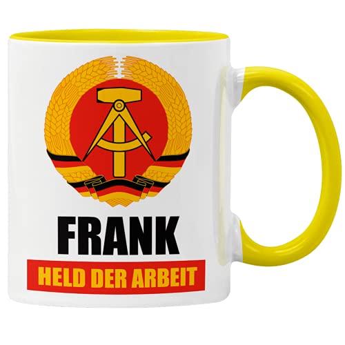 """GESCHENK1 DDR Namenstasse 330ml – personalisierte Kaffeetasse mit Spruch """"Held der Arbeit"""" – Tasse personalisiert/ Kaffeebecher personalisierbar als DDR Geschenk Idee für Männer"""