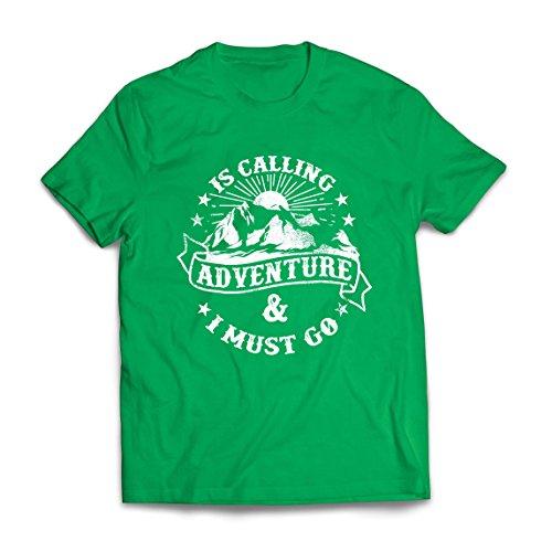 lepni.me Camisetas Hombre Is Calling Adventure - Ropa de Vacaciones para Vacaciones en Familia, Senderismo en la montaña (Medium Verde Multicolor)