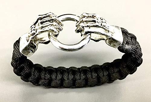 Eiskaltes Händchen: Skeletthände-Armband   Schwarz oder Grau  Rocker-Armband   Biker-Armband   Metal Bracelet im Halloween-Look aus Paracord-Seil/Nylon-Seil   Survival Armband   Handgeknotet