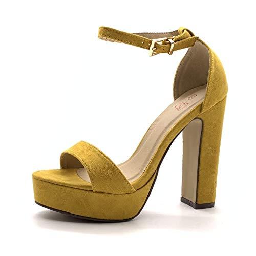 Sandalias amarillas de tacón alto y tira al tobillo