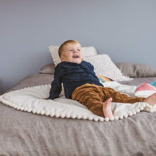 MINICAMP Tipi Spielmatte, Tipi Spielmatte mit Pompon Besatz, Gepolsterte Spielmatte, Baby Spielmatte, Tipi Matte, runde Bodenmatte, Tipi Zelt Spiel Matte, Bodenmatte.