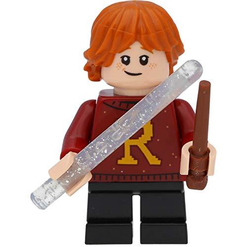 LEGO Harry Potter Minifigur: Ron Weasley (dunkelroter Pullover mit R) mit Zauberstäben