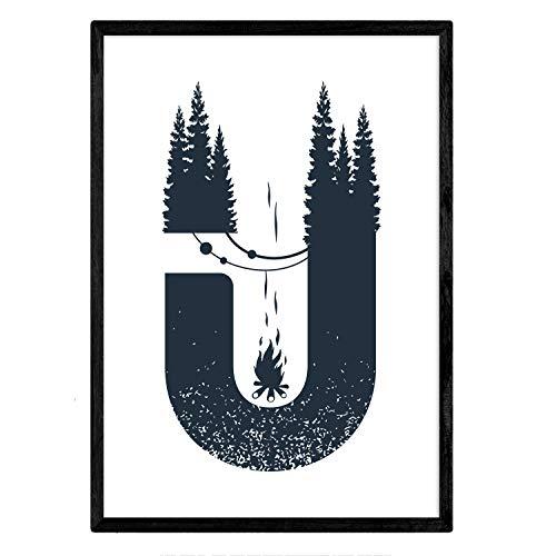 Letter U met bos, kampvuur en tenten. Naturaleza.Posters van letters met design. A4 ingelijst