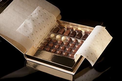 Caja de bombones Lobetanni Blanco, un libro para entender el placer de los sentidos. Surtido de 34 deliciosos bombones. Sin Gluten.