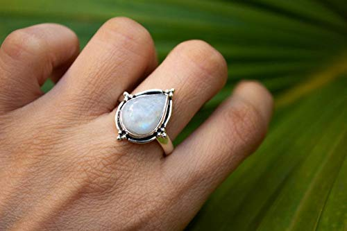 statement Ring Silver ring Minimalist ring Bridal Gift dainty ring Oval Ring Promise ring Natural moonstone ring Trendy Ring