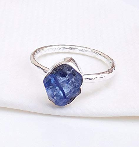 Tanzanite Ring, Natural Tanzanite Ring, Raw Tanzanite Chunk Gemstone Ring, Stackable Ring, Hammered silver Ring, Birthstone Tanzanite