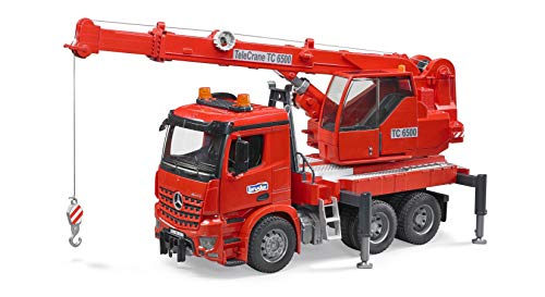 BRUDER - 03670 - Camion MB AROCS rouge avec grue intégrée et module son et lumière