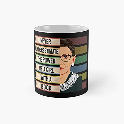 Feminist RBG Zitat Mädchen mit Buch Frauen – Ruth Bader Ginsburg Klassische Tasse Bestes Geschenk Lustige Kaffeetassen 313 ml