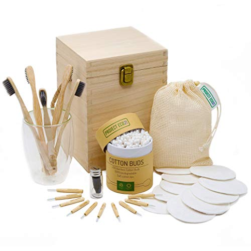 Set de productos zero waste (regalo ecológico): discos desmaquillantes reutilizables, cepillos de dientes de bambú y bastoncillos ecológicos de bambú y más artículos esenciales en una caja de madera