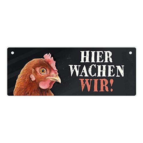 trendaffe - Metallschild mit Huhn Motiv und Spruch: Hier wachen wir!