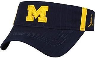 8c4e015f95b Amazon.com  NIKE - NCAA   Caps   Hats   Clothing Accessories  Sports ...