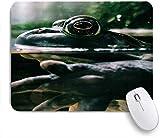Dekoratives Gaming-Mauspad,Grüner Frosch, der im Gartenteich ruht,Bürocomputer-Mausmatte mit rutschfester Gummibasis