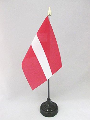 AZ FLAG TISCHFLAGGE LETTLAND 15x10cm goldene splitze - LETTISCHE TISCHFAHNE 10 x 15 cm - flaggen