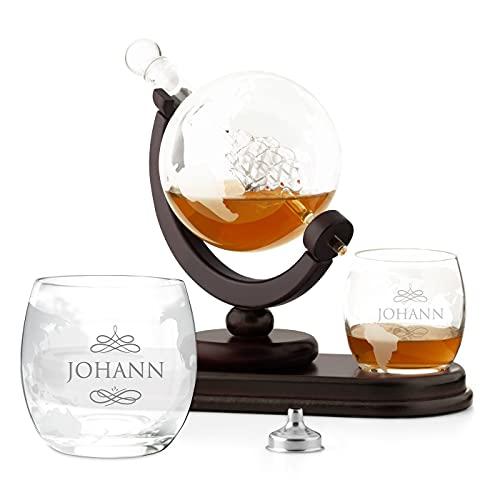 Maverton Whisky Karaffe mit Gravur - Globus mit Schiff, 850 ml - 2er Whiskygläser Set - Whisky Decanter - Geschenk zum Geburtstag für Männer- personalisiert - Name