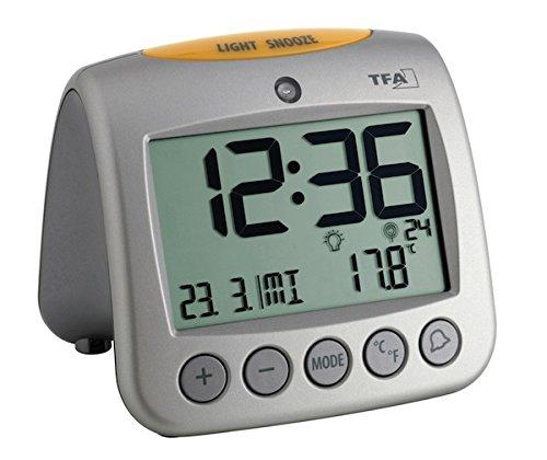 TFA Dostmann 60.2514 Sonio Digitaler Funk-Wecker, mit Temperaturanzeige, Wochentag und Datum, 11,2 x 9,8 x 11 cm, silber, Kunststoff