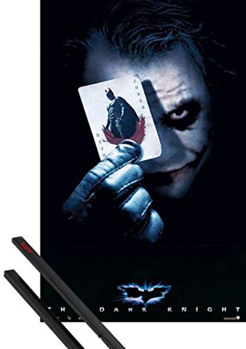 1art1 Batman Poster (98x68 cm) Il Cavaliere Oscuro, Joker Card E Coppia di Barre Porta Poster Nere