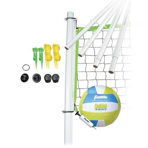 Franklin Sports Volleyball-Set - Strand und Hinterhof Volleyballnetz Set - Tragbares Volleyballnetz und Ballset mit Stangen und Erdspießen - Mittelgroß