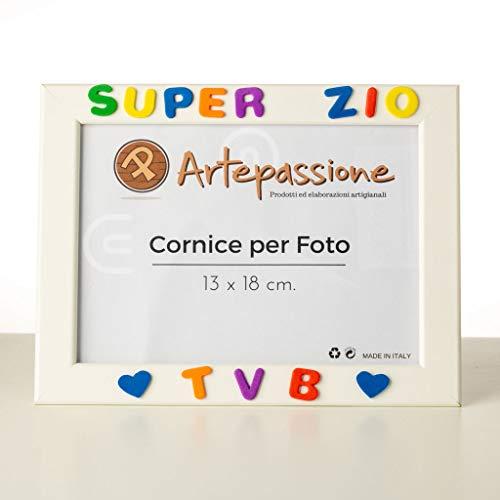 Cornici per foto in legno con la scritta Super Zio TVB e decorata con cuoricini, da appoggiare o appendere, misura 13x18 cm Bianca. Ideale per regalo e ricordo.