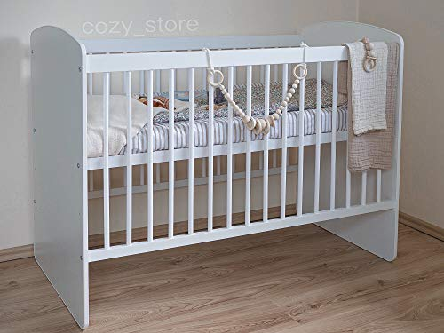 SOCOZY® BABY Gitterbett Babybett Kinderbett mit einer gesunden Matratze Zahnschienen Hölzern Weiß Höhenverstellung der Matratze