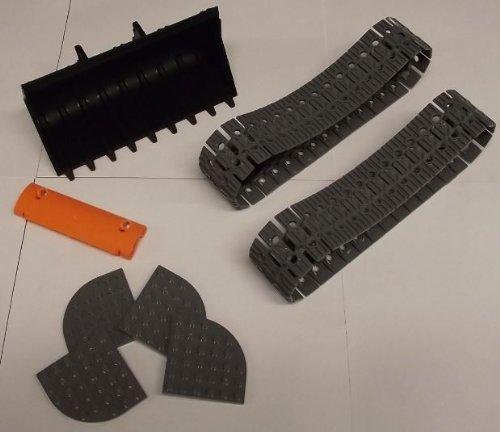 LEGO Baggererweiterung: 4 Laufräder in schwarz, 68 Kettenglieder in neu-dunkelgrau, 1 Baggerschaufel 18 x 10 Noppen in schwarz, 1 Panel gebogen 11 x 3 Noppen in orange und 4 Platten 6 x6 Noppen Viertelkreis in neu-dunkelgrau