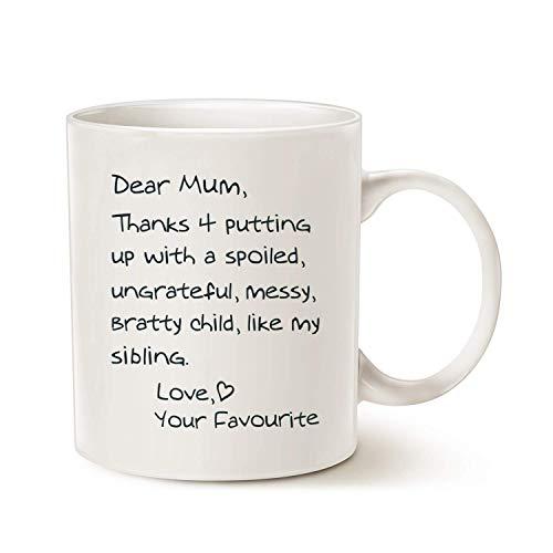 Taza de café divertida para el día de la madre, con texto en inglés 'Dear Mum Thank 4' Putting up with a spoiled Love Your Favourite Chrisas for Mum Mother Porcelana, color blanco de 11 onzas