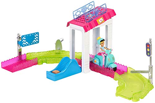 Barbie FHV85 On The Go Poststation Spielset, Multicolour