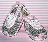 Patucos para bebé de crochet, Unisex. Estilo Nike, de color Gris/Rosa bebé,...