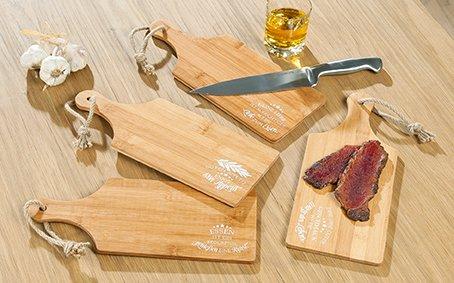 GILDE 4er Set Schneidbretter Bambus,Frühstücksbretter mit Kordel zum Aufhängen; L 34cm x B 14cm x H 0,8cm, Bedruckt mit Essens Weisheiten