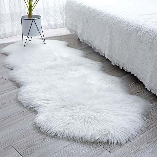 SXYHKJ Lammfell-Teppich Lang Kunstfell Schaffell Imitat | Wohnzimmer Schlafzimmer Kinderzimmer | Als Faux Bett-Vorleger oder Matte für Stuhl Sofa (weiß, 60x160cm)